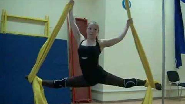 Воздушная гимнастика. Как сделать шпагат на полотнах